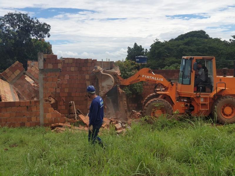 DFLegal faz operação de derrubadas no Morro da Cruz