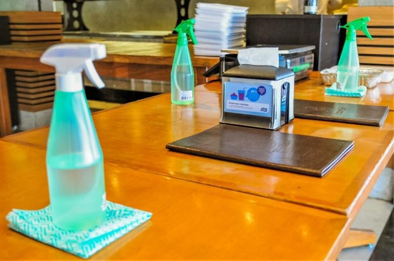 Bares e restaurantes voltam ao horário normal com protocolos mais rígidos