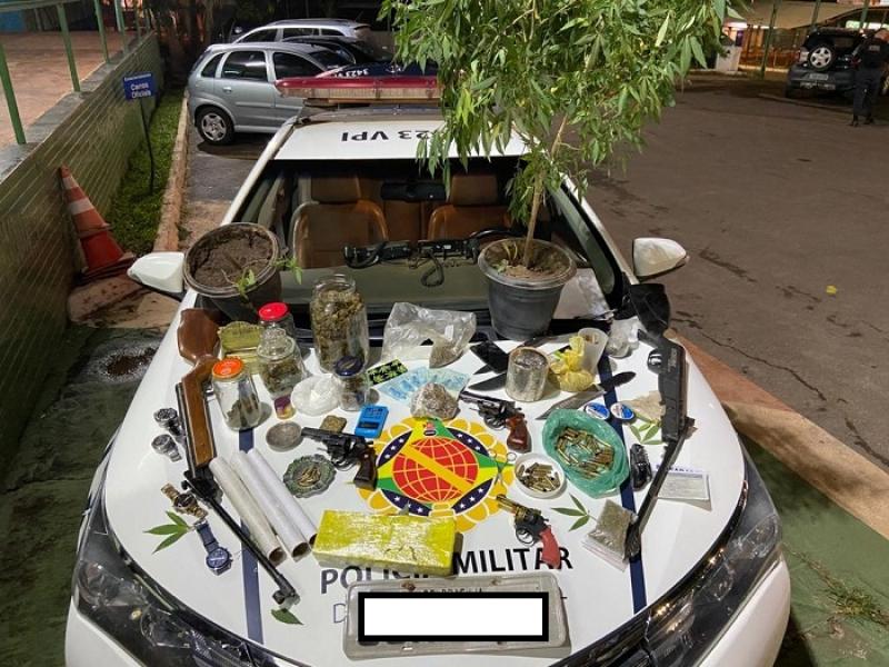 PMDF faz grande apreensão de armas e drogas no Residencial Morro da Cruz em São Sebastião